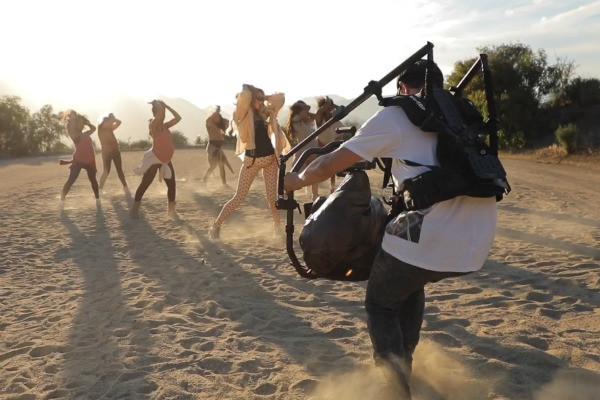 Артистка и еще 10 беременных женщин устроили зажигательные танцы