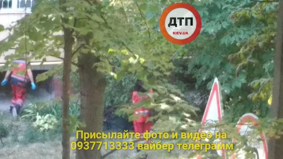 В Киеве женщина упала с высоты и погибла