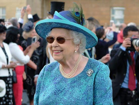 Королева посещала официальные мероприятия в черных очках