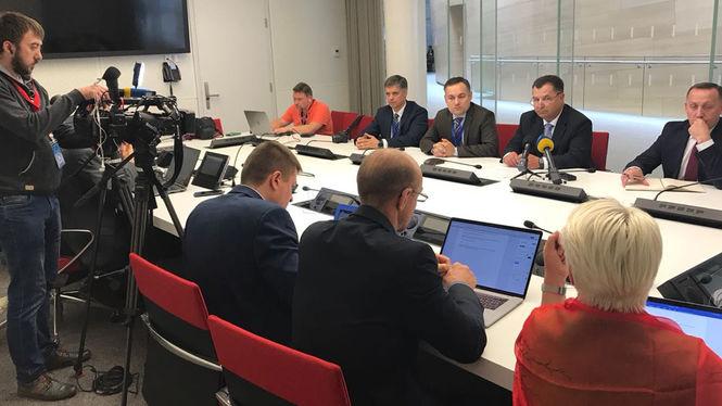 Украина и Венгрия намерены сотрудничать в оборонной отрасли
