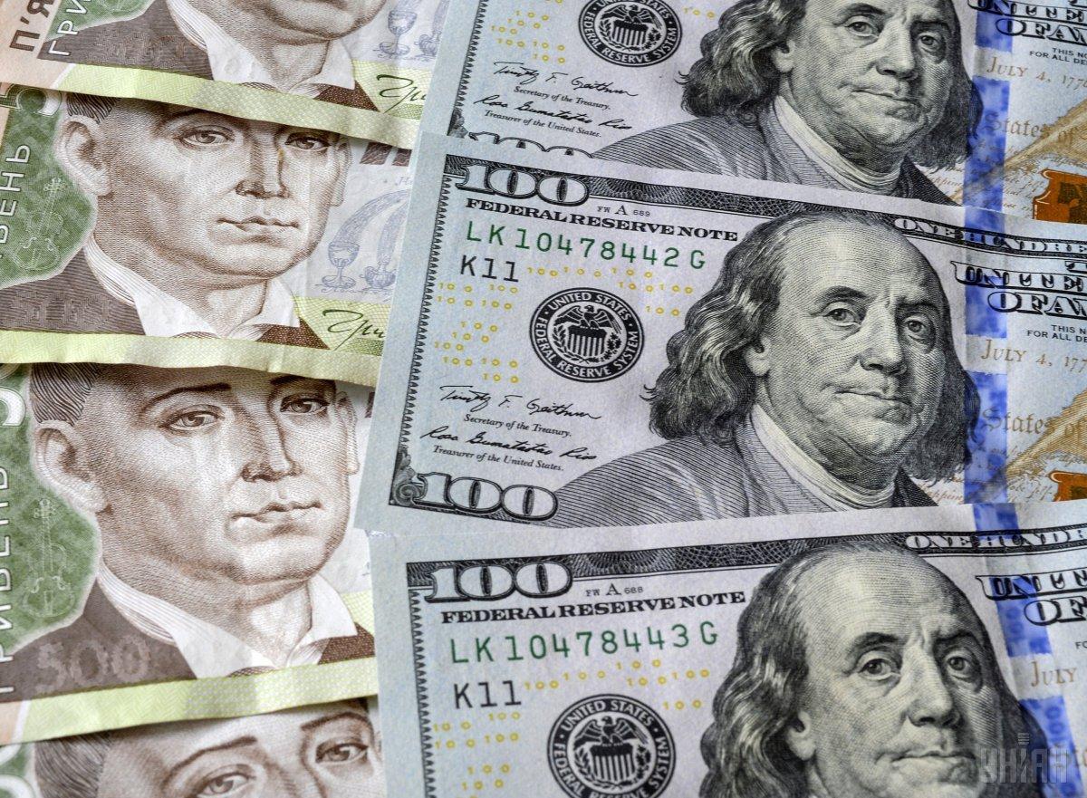 Нацбанк повысил курс гривни к доллару