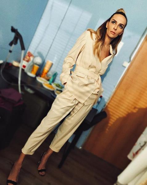 Екатерина Варнава позировала в костюме