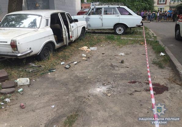 В Киеве по неизвестной причине взорвалась старая Волга
