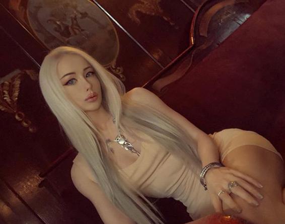 Валерия Лукьянова позировала в мистическом образе
