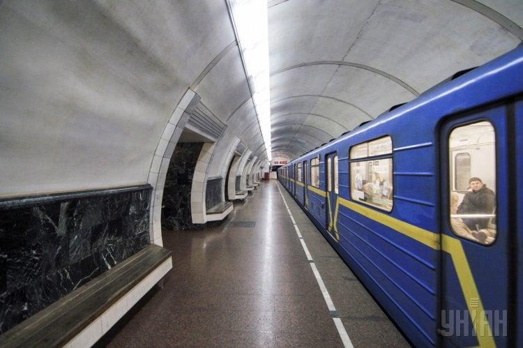 Киев,метро,поезд