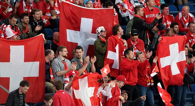 Обычно именно так болельщики сборной Швейцарии и выглядят