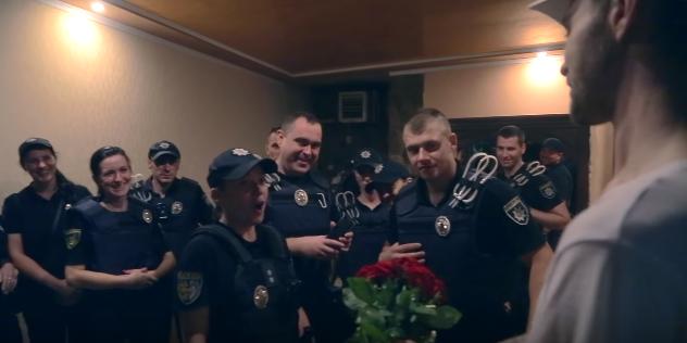 Барских подарил полисвумен цветы