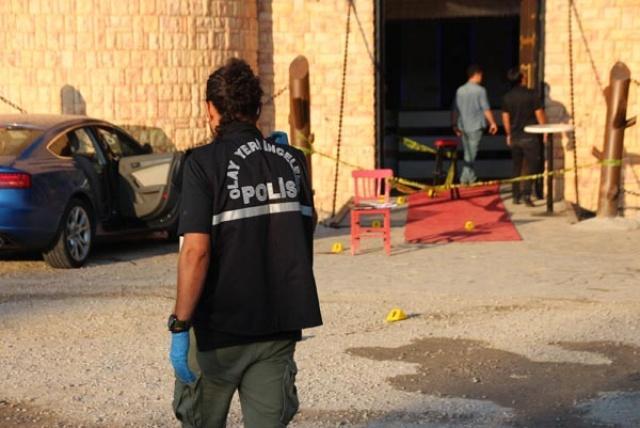 Полицейским удалось как найти машину, так и задержать первых подозреваемых