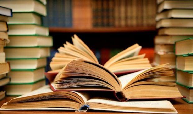 Астрологи з'ясували, що Водолії фанатіють від книг – Гороскоп 2020