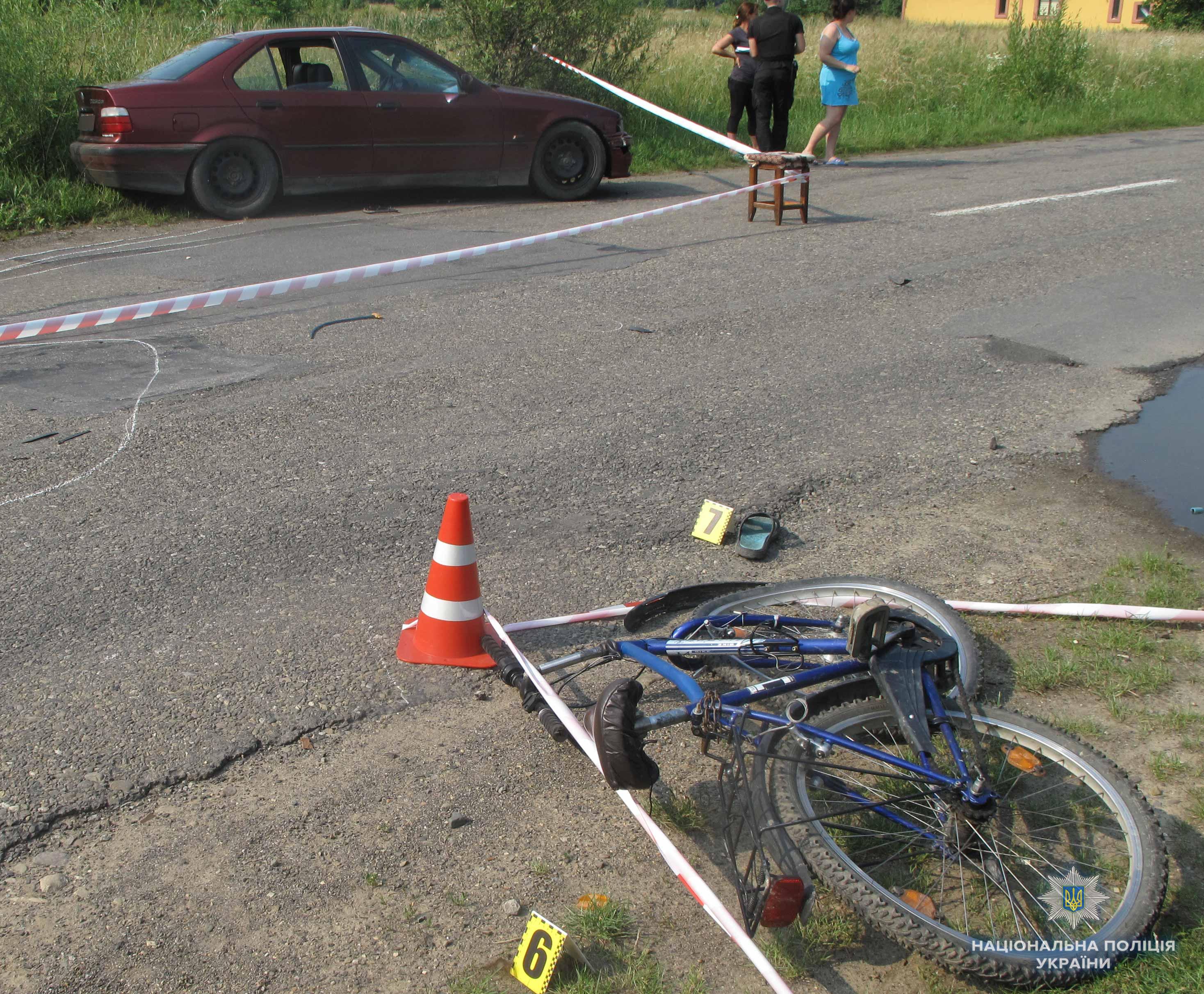В Черновицкой области водитель на BMW насмерть сбил подростка-велосипедиста, злоумышленника избили