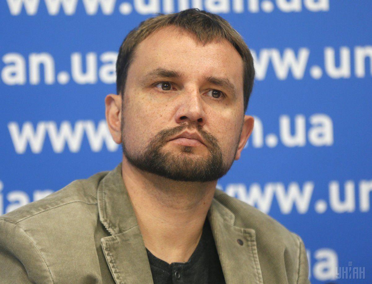 Ну очень толстейший тролль и просто хороший человек Владимир Вятрович