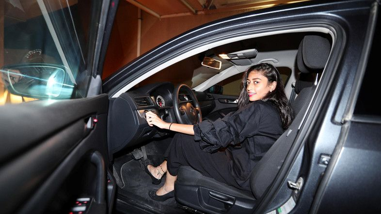 Для государства, чьей религией является ислам, женщина за рулем авто - непривычное зрелище