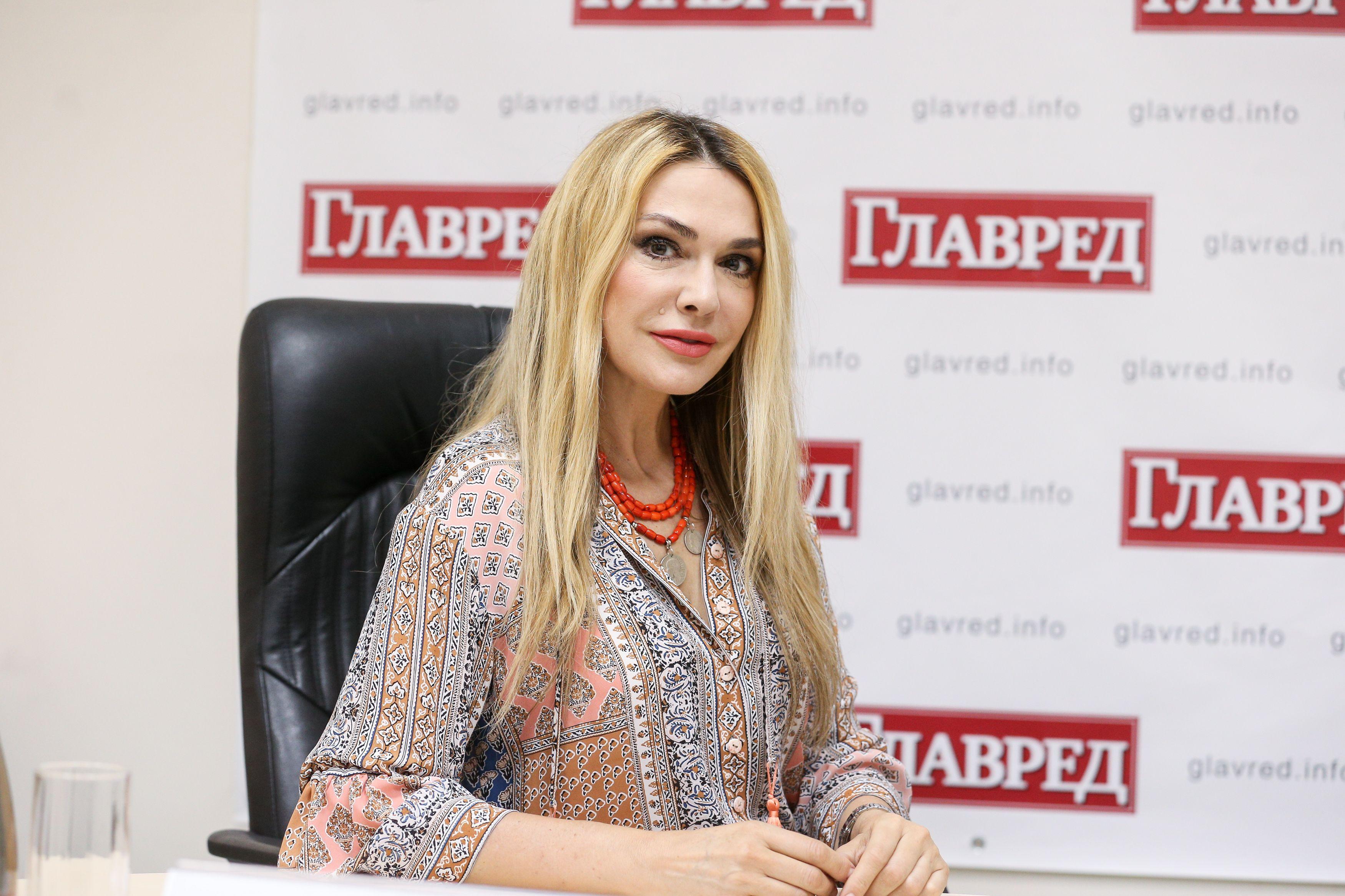 Ольга Сумская показала, как проходит процесс пробы грима