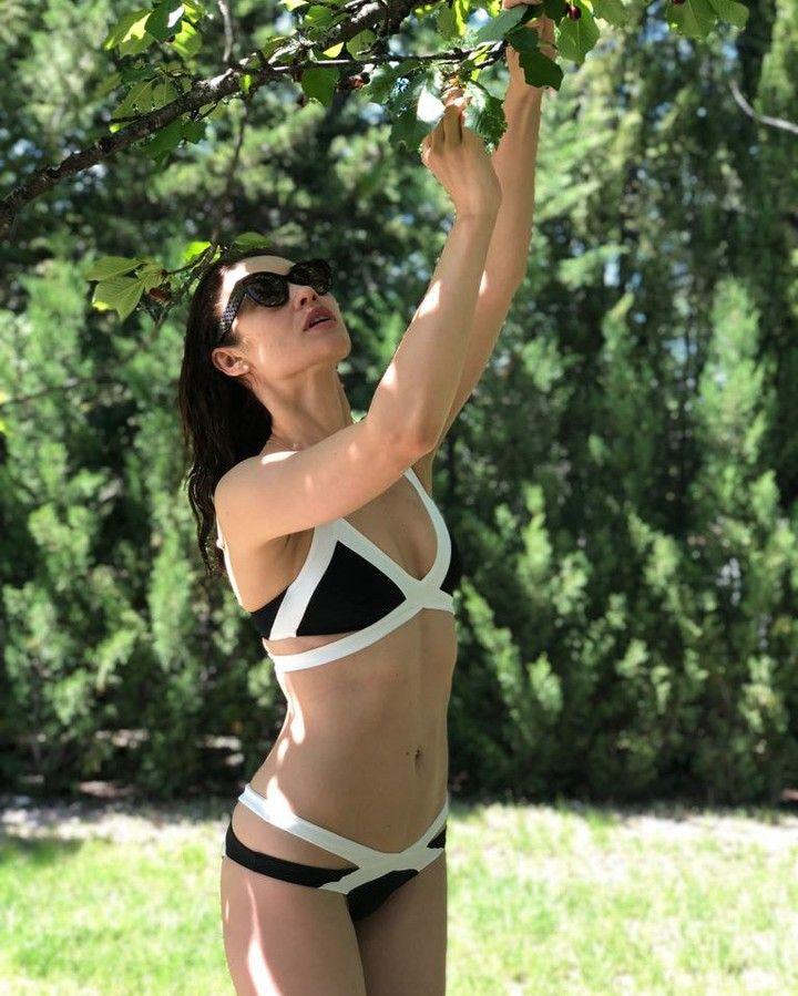 38-летняя актриса похвасталась стройной фигурой