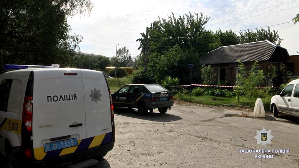 В Харькове злоумышленник напал на супругов-пенсионеров, а потом поджег дом, чтобы скрыть следы расправы над семьей