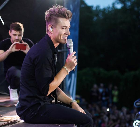 Алексей Воробьев на концерте в Донецке