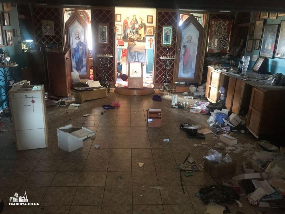 В церкви УПЦ МП устроили погром