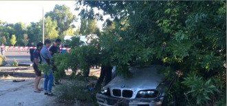 В Запорожье авто сбило мать и ребенка.