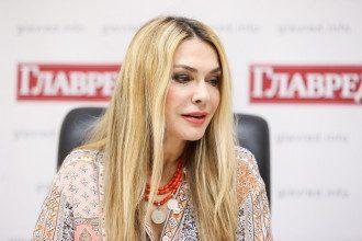 Ольга Сумская поделилась архивными соблазнительными снимками