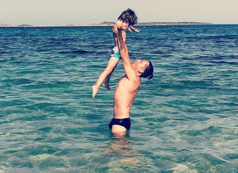 Максим Галкин проводит отпуск в детьми на морском побережье