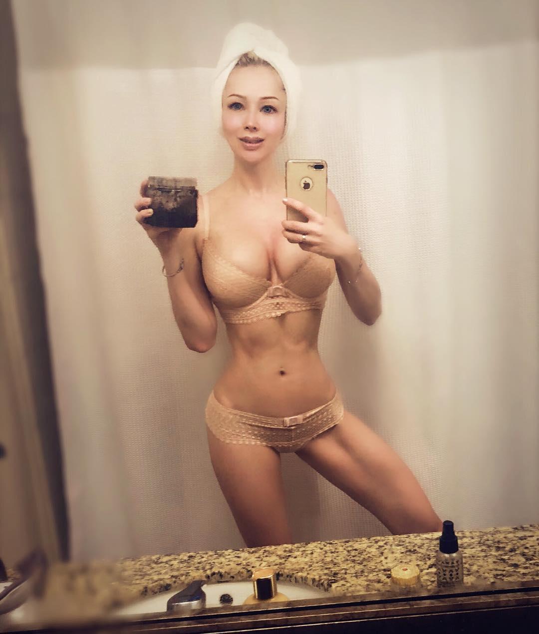 Одесская Барби редко делится фото, на которых она улыбается