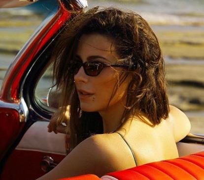 Ани Лорак позировала в прозрачном блестящем комбинезоне
