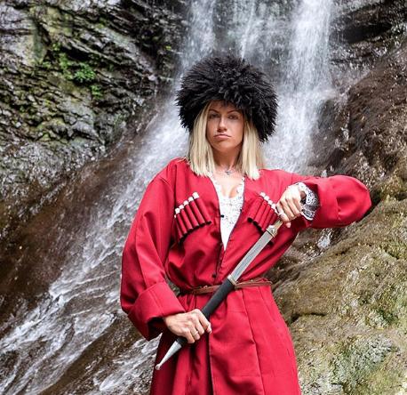 Леся Никитюк позировала в мужском грузинском национальном костюме