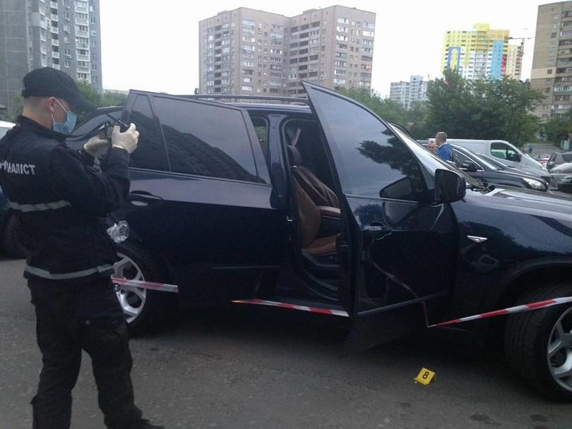 Опубликованы первые видео и фотографии с места перестрелки в центре Киева (фото, видео)