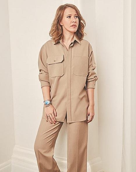 Ксения Собчак позировала в костюме с большими карманами