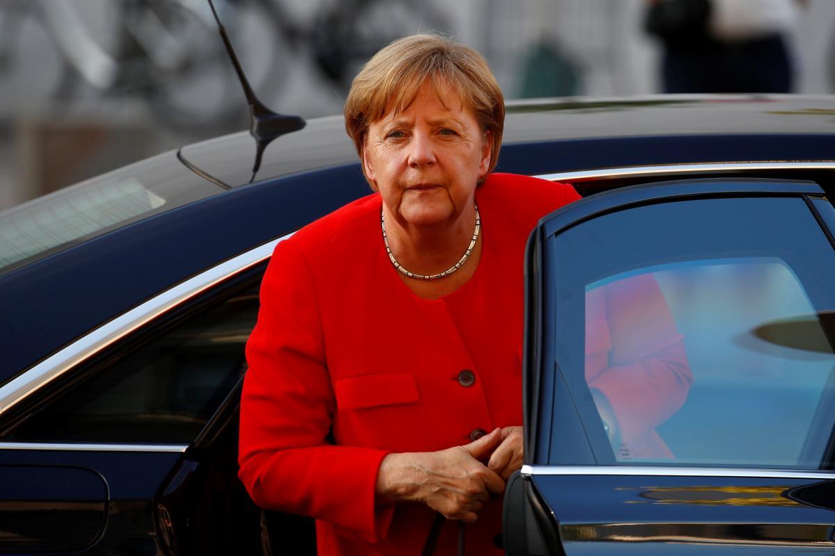 Меркель считает, что Венгрия грубо относится к мигрантам