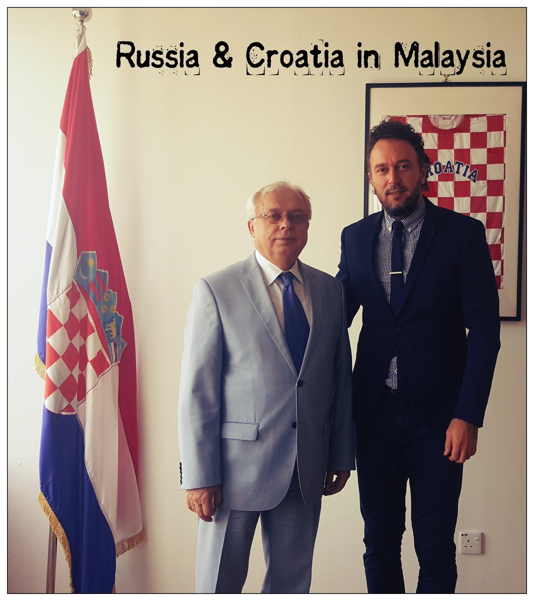 Главац (справа) был крайне рад победе над РФ