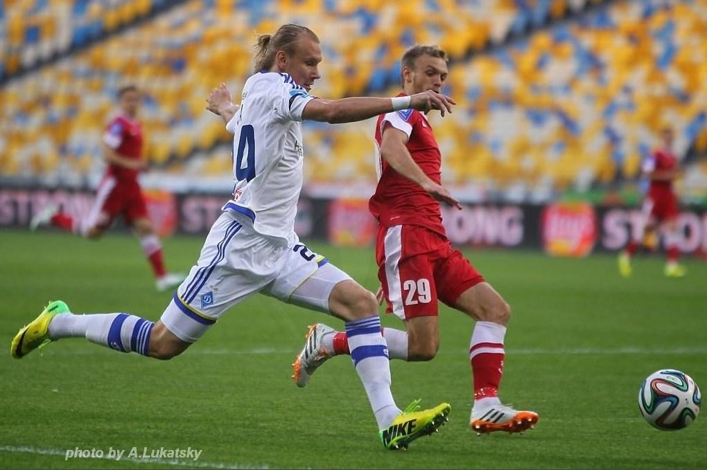 Домагой Вида забивает мяч в ворота полтавской