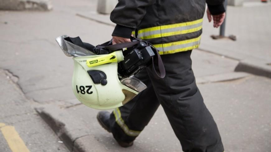 Пожарные работают над ликвидацией возгорания