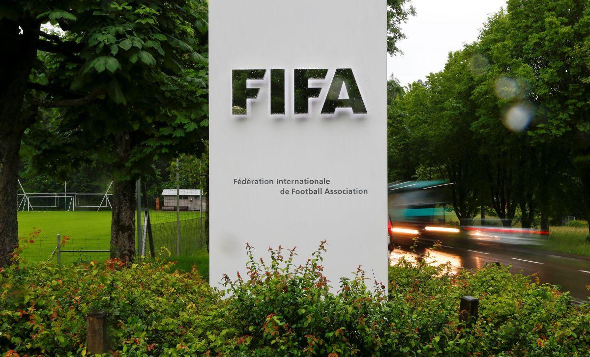 Украинцы устроили флешмоб против ФИФА