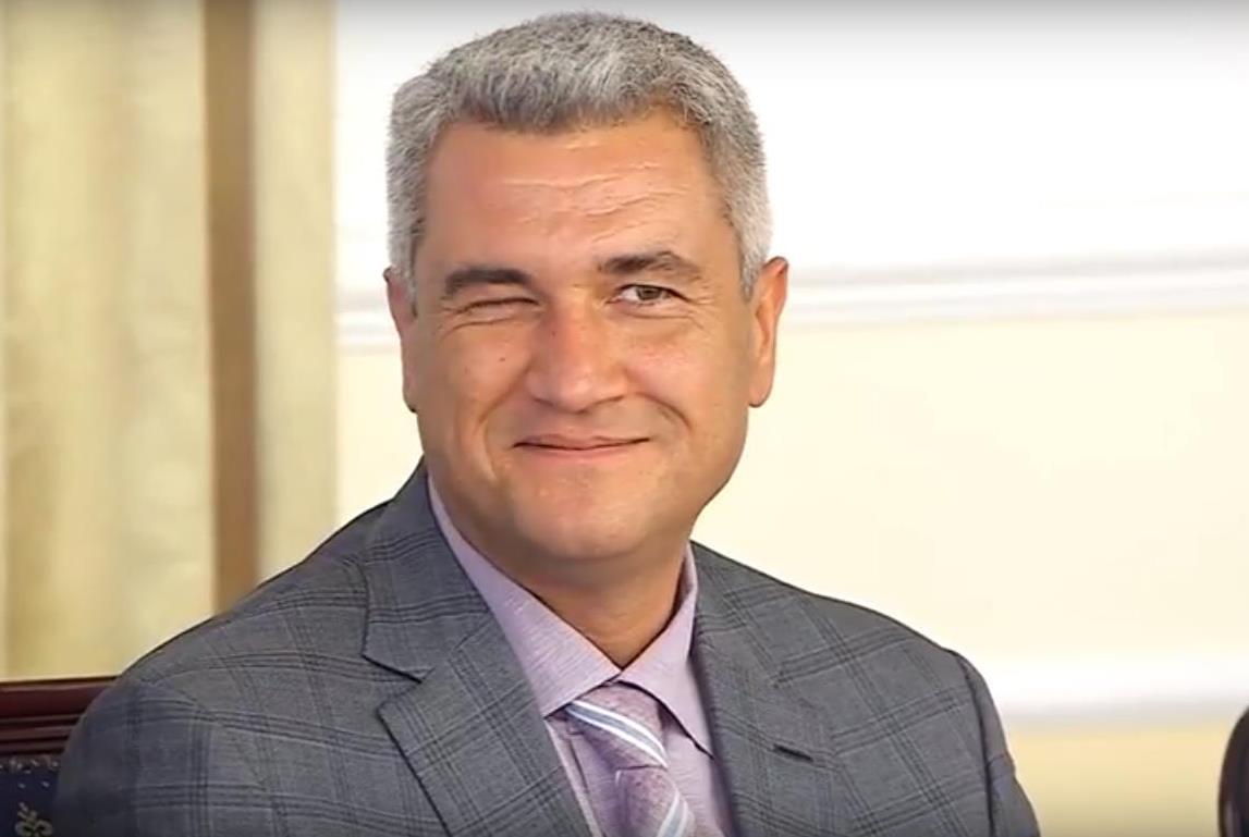 Анатолий Урбанский после своей речи подмигнул присутствующим