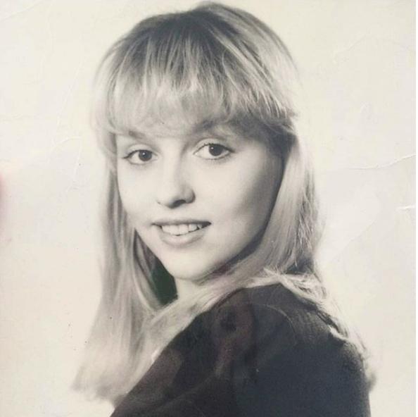 Оля Полякова показала свое раритетное фото