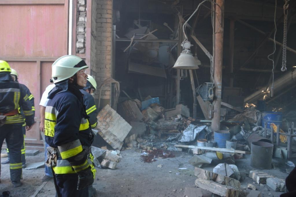 В Днепре в результате взрыва в цехе предприятия погибли два человека