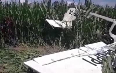 Самолет рухнул на крышу, пилот погиб при приземлении