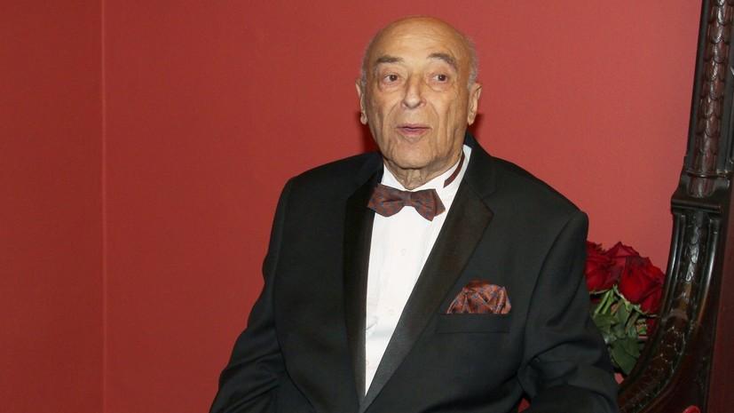 96-летний Этуш попал в больницу