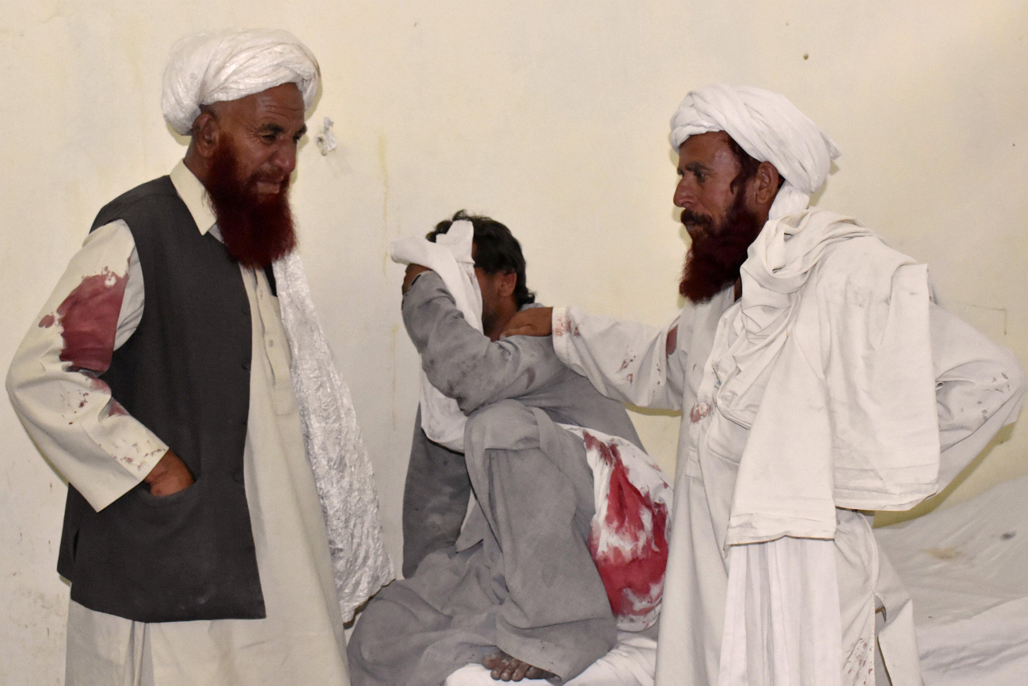 Число жертв теракта на митинге в Пакистане возросло до 128