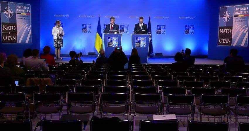 Порошенко выступил перед пустым залом на саммите НАТО