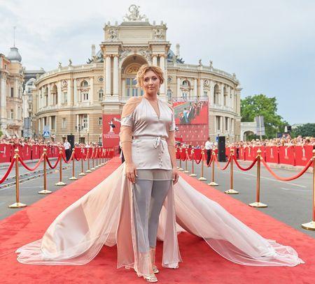 Виктория Тигипко выбрала странный образ для красной дорожки