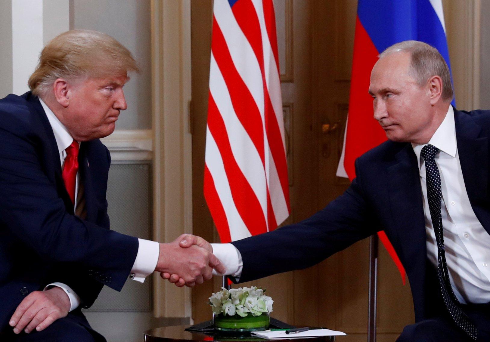 Трамп подмигнул Путину на встрече в Хельсинки.