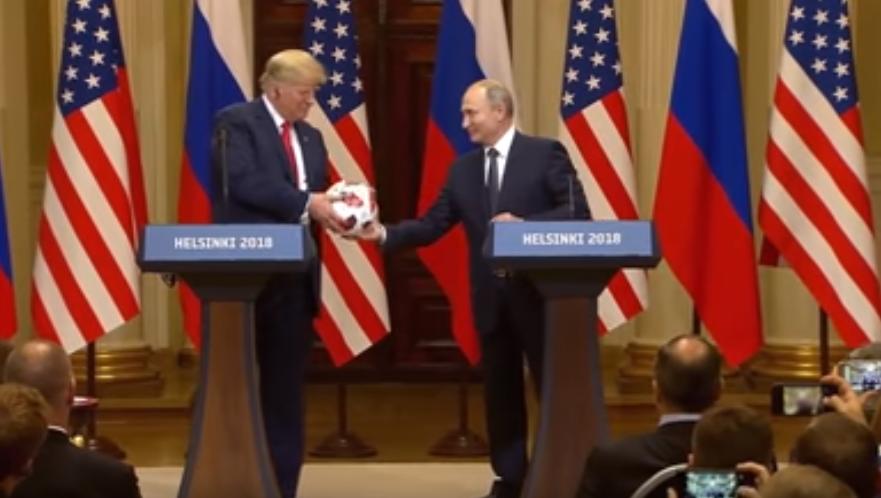 Российский лидер подарил Трампу официальный мяч ЧМ-2018