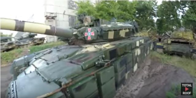 Блогеры без проблем проникли на танковый склад