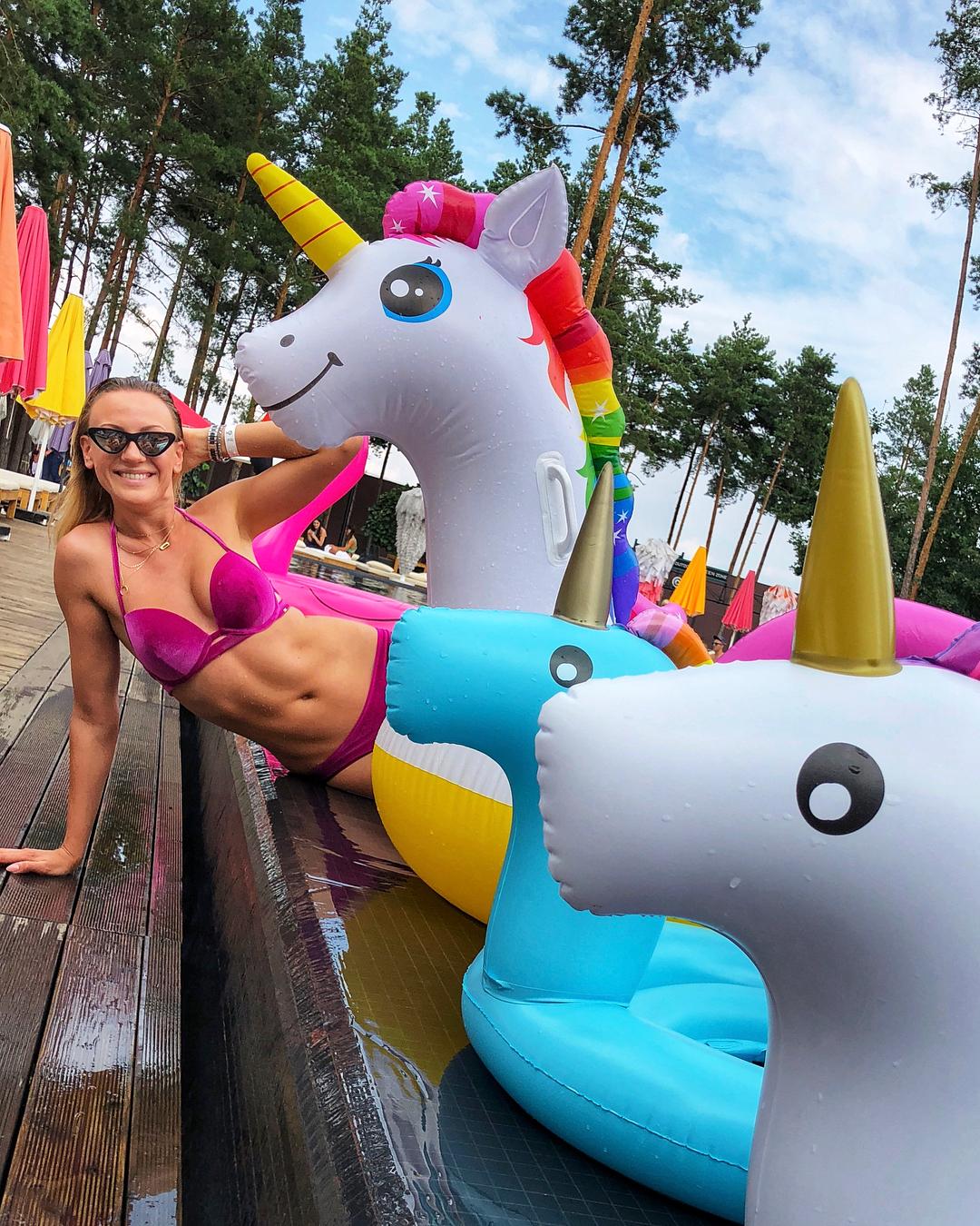Леся Никитюк похвасталась постройневшей фигурой в купальнике