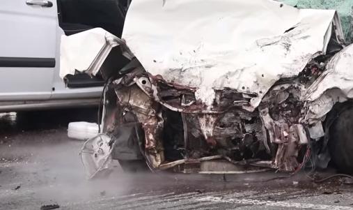 В Киеве лоб в лоб столкнулись авто, погибли два человека