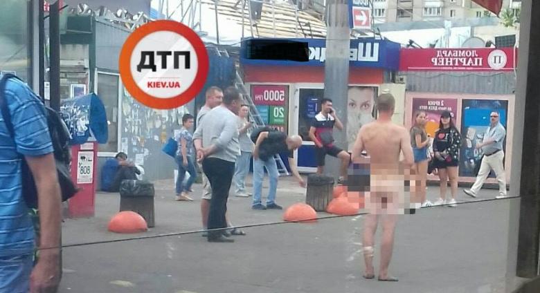 В Киеве по Академгородку ходил голый мужчина