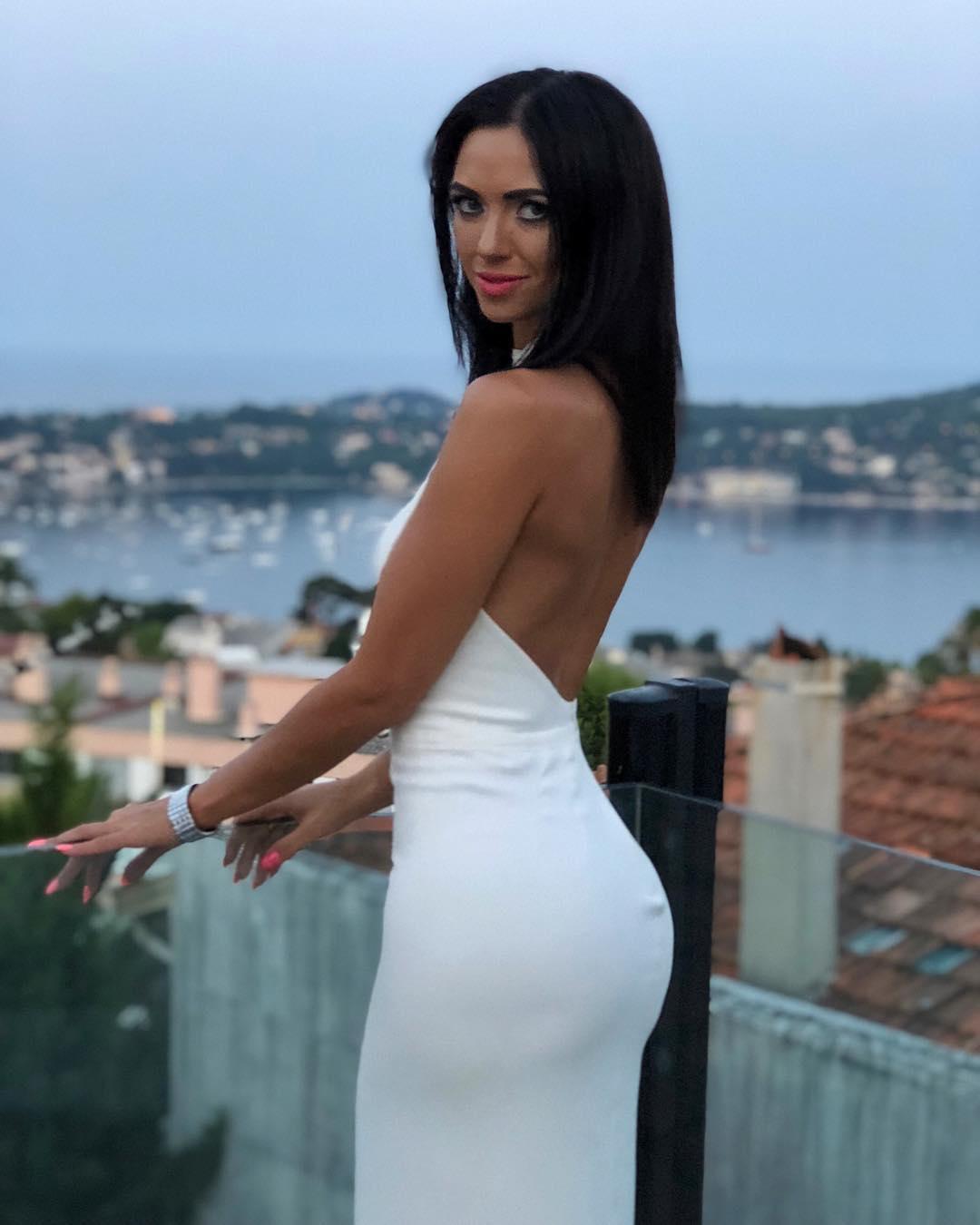 Виктория Смеюха показала фигуру в обтягивающем платье