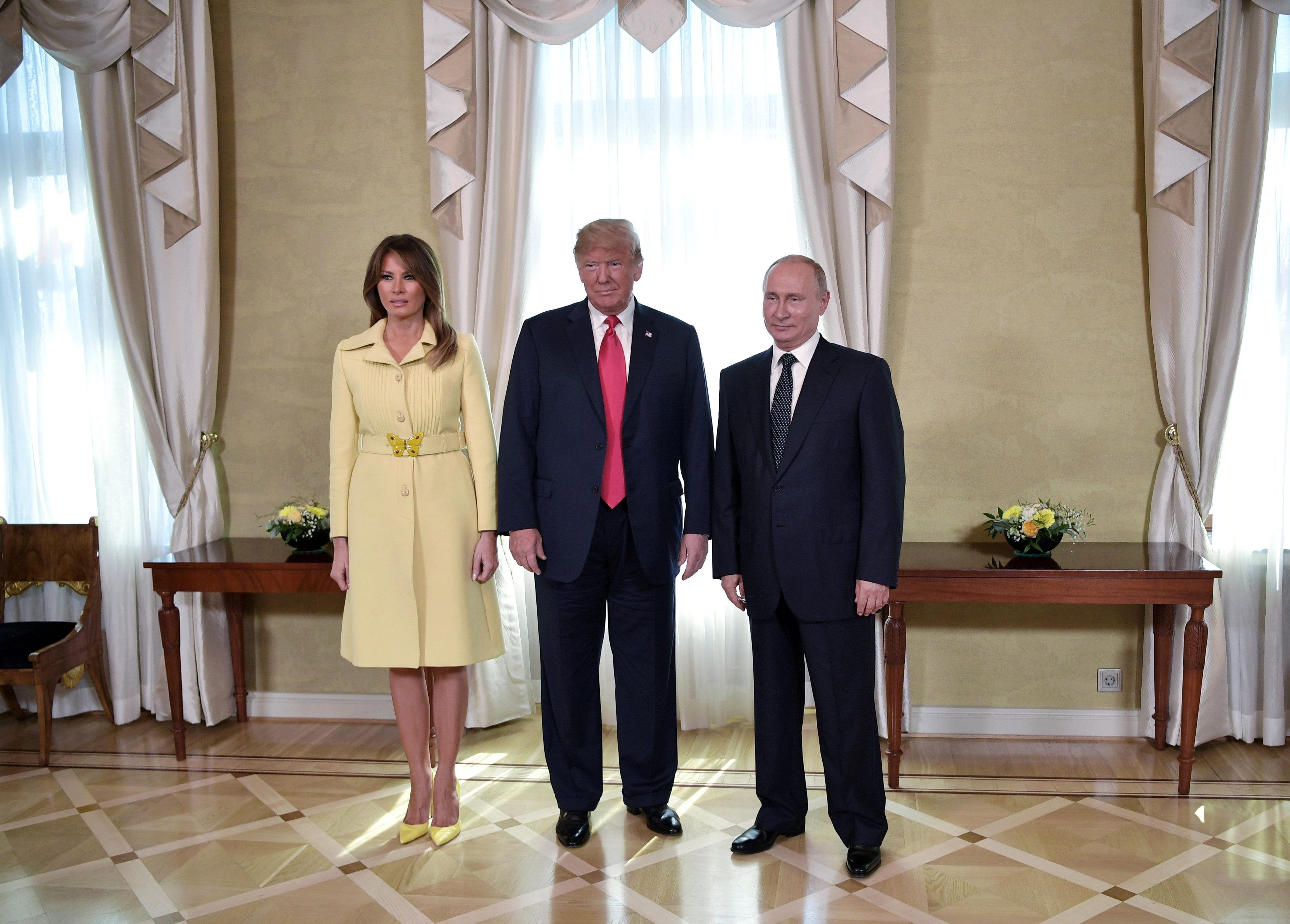 После рукопожатия с Путиным Мелания не сумела сдержать эмоций.